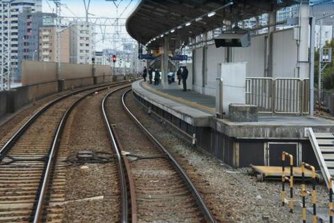 鮫洲駅に入るところ