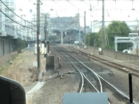 横須賀線と合流