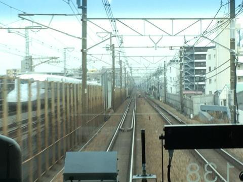 新幹線に追い抜かれる