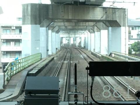 新幹線の線路の下を通る