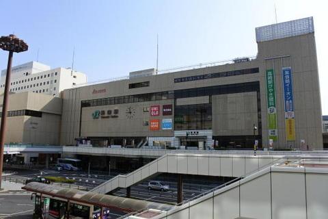 新幹線の停車駅なので大規模な建物