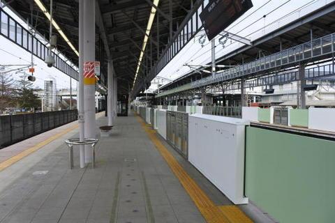 地上ホームの軽井沢駅