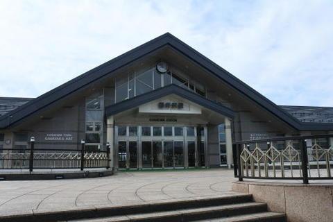 新幹線駅としては比較的コンパクトな駅舎