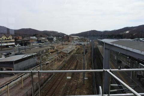 在来線時代のホームが残っている駅構内